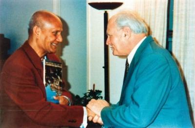 Sri Chinmoy találkozik Göncz Árpáddal